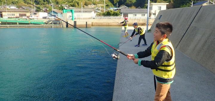 初めてのイカ釣りは難しいけど、徐々にエギ(ルアー)の操作にも慣れてきました