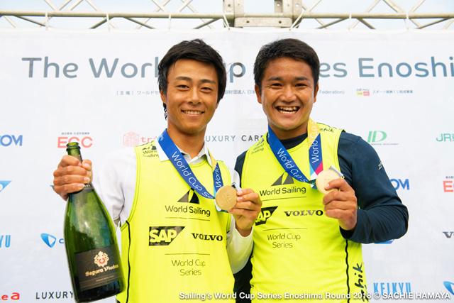 優勝した岡田選手(左)は、B&G別府海洋クラブ、B&G福岡ジュニアヨット海洋クラブ両方に所属経験あり。ガンバレ!