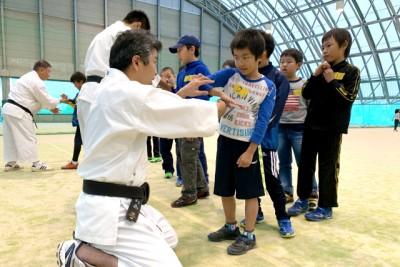 少林寺拳法では突きや蹴り、技も体験
