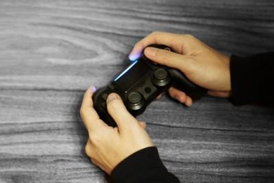ゲームをする様子の写真