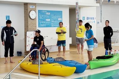 開会式。日本障害者カヌー協会の吉田会長などを紹介。