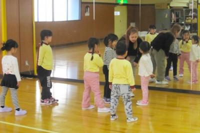 練習前のマナ先生と生徒たち