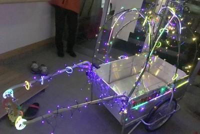 電飾された荷車