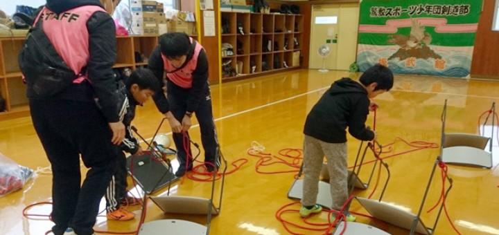 ロープワーク講習では、徳島県B&G地域海洋センター連絡協議会の指導者3人が講師となった