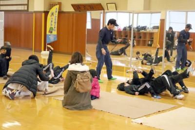 消防クイズと体幹トレーニング、講師は那賀町消防署