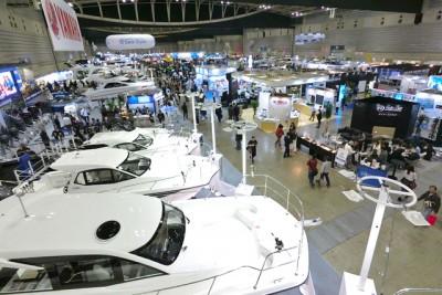 大型モーターボートもたくさん展示