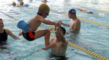 水泳指導の様子