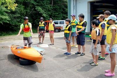 一日目:艇庫にて漕ぎ方・乗り方などの説明を受けます
