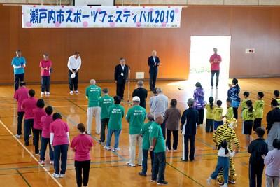 開会式。武久顕也 瀬戸内市長、東南信行 瀬戸内市教育長が来賓として挨拶。