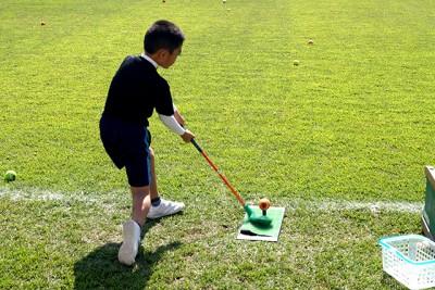 スナッグゴルフ体験。さまになってます