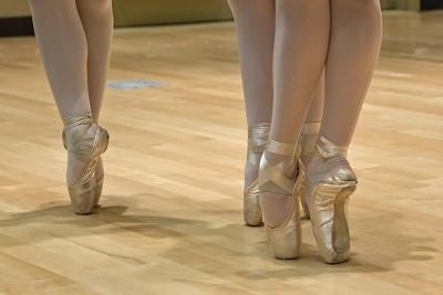 バレリーナが履くトゥシューズ(ポアントといいます)。難しいけど、これで踊れるようになると楽しいのです。