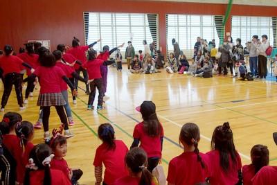小学生のダンスチームのキレッキレダンスでイベントも最高潮
