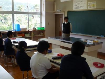 【旧 大泊小学校の水プロ授業風景 写真はG教諭】