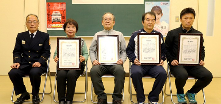 右から香美町香住B&G海洋センターの中村智彦さん、駒居庸民さん、利用者の安田茂さん、橋本和子さん