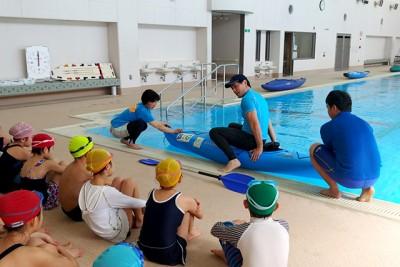 特別講師によるカヌーへの乗艇指導