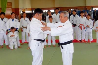 ミュンヘンオリンピック金メダリストの川口孝夫さんが柔道実演