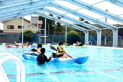 今年初めてのカヌー乗艇体験。みんな一生懸命にオールを漕いでいました。