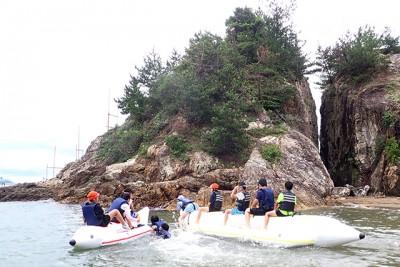 25日は海が荒れ模様でしたので、艇庫周辺でカヌー体験