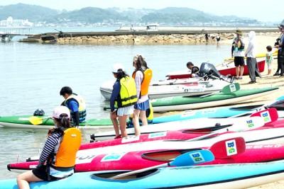 30分かけて黒島に到着。きれいな風景に緊張もほぐれたそうです。