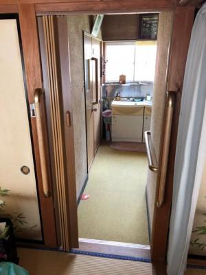 部屋のドアをカーテンに改修