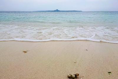 沖縄の海と砂浜