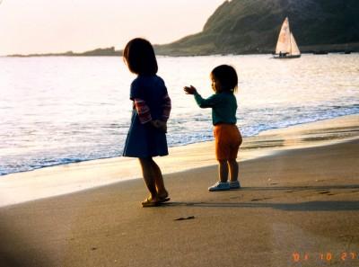 祖父が撮った海辺での1枚