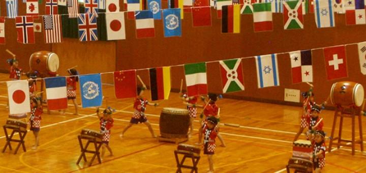 4歳児と5歳児による太鼓の演奏は迫力があります