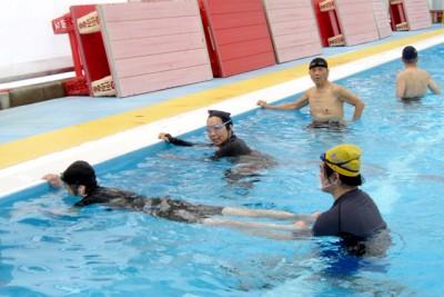 水中姿勢を保つためにもキックの練習は大切