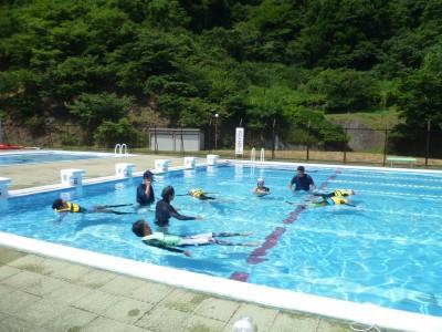 海に行く前にプールで水辺の安全学習