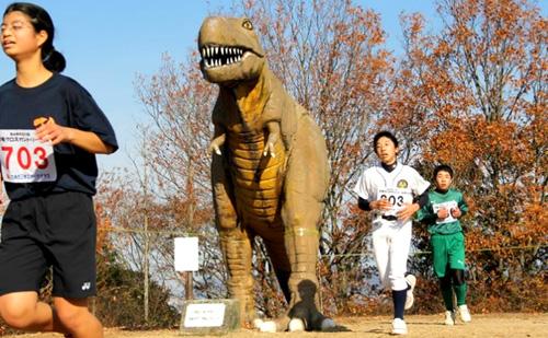 目が覚めるようなヤマブキ色のメタセコイアの森を走る〜第6回太古の森恐竜クロスカントリー大会
