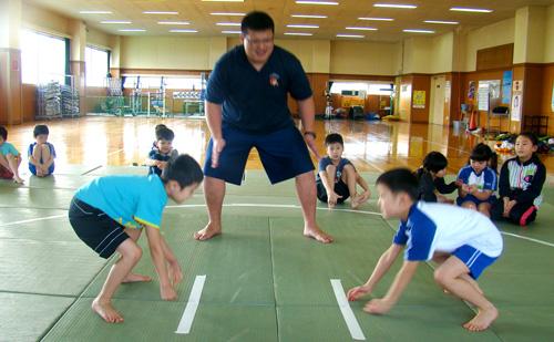 「次はまわしを付けてやりたい」相撲体験教室を南部町名川B&G海洋センターで開催